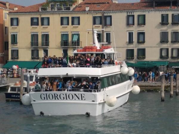 Turisti sulla Motonave Giorgione